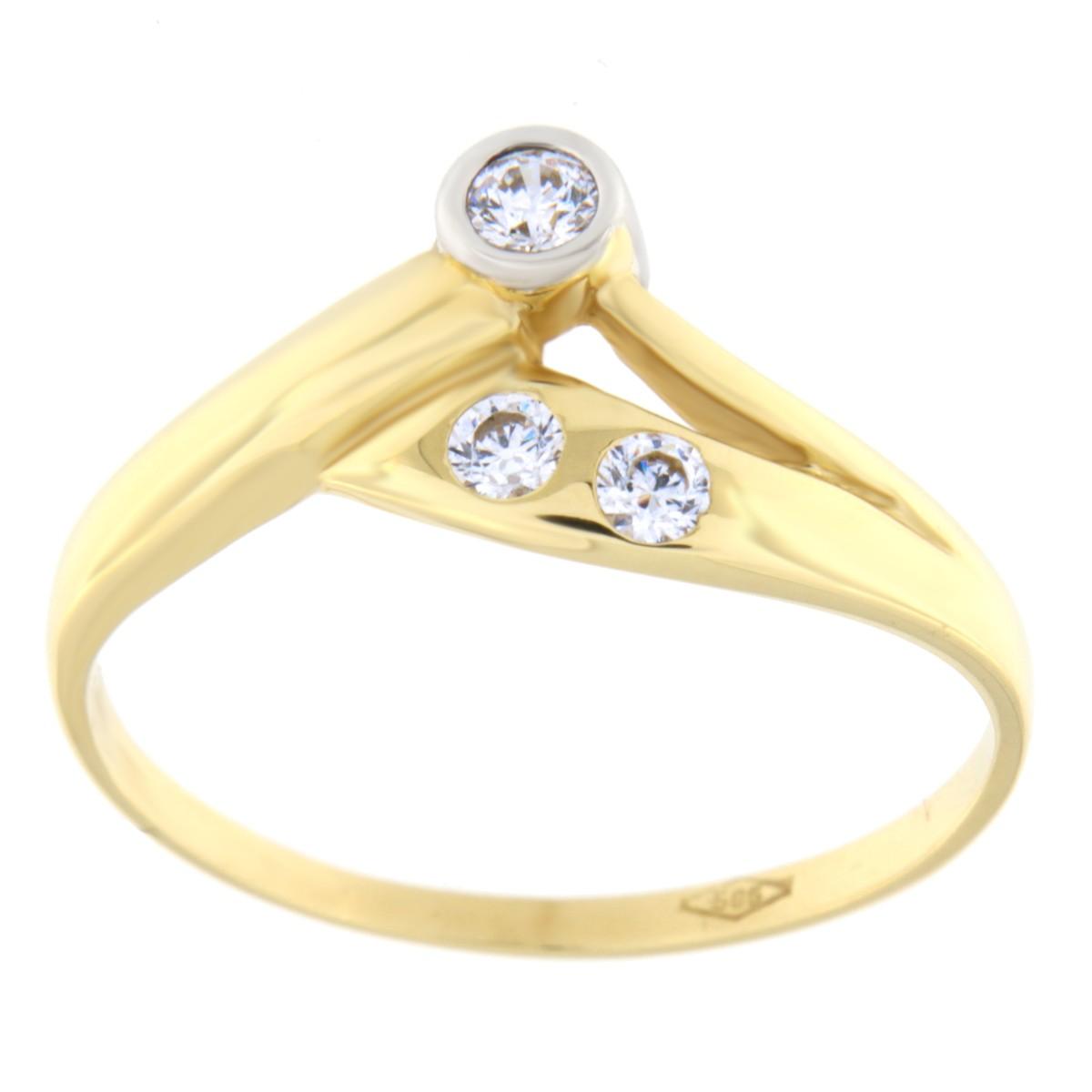 Kullast sõrmus tsirkoonidega Kood: 30pa