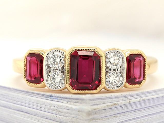 Kullast sõrmus teemantidega ja rubiinidega Kood: 11m