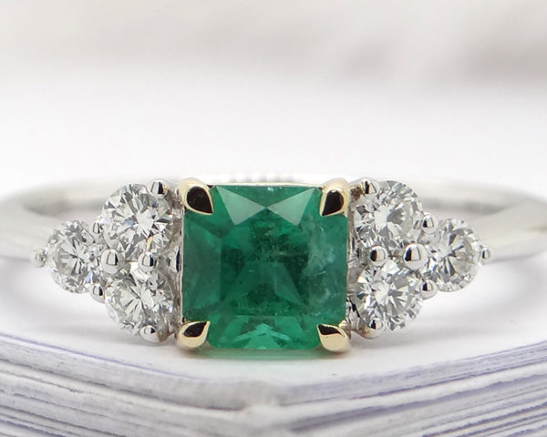 Kullast sõrmus teemantide ja smaragdiga Kood: 3m