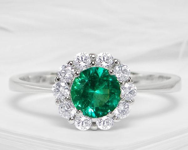 Kullast sõrmus teemantide ja smaragdiga Kood: 15m